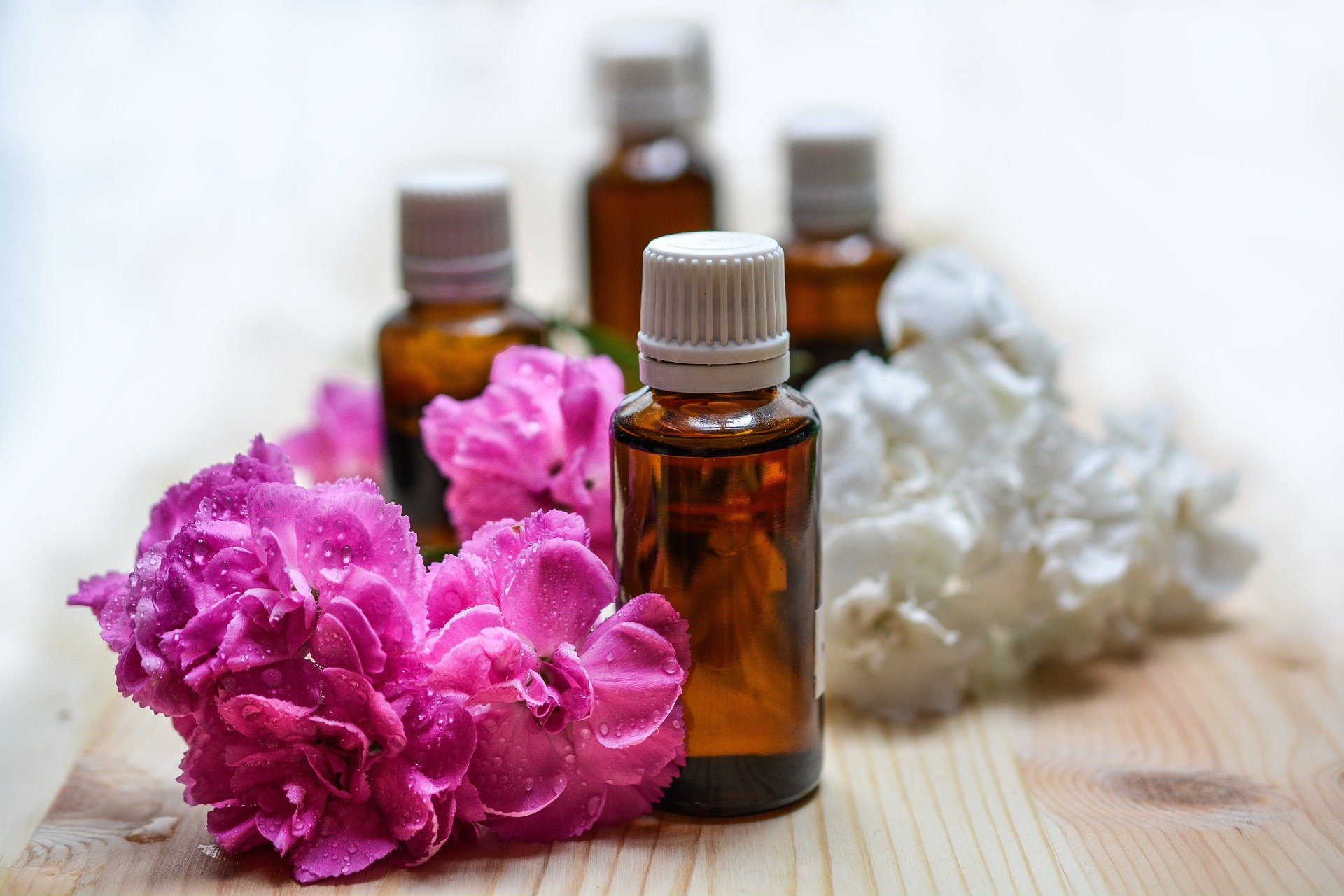 essential-oils-1433694_1920